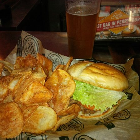Perrysburg, Ohio: Fresh burger patty and homemade chips and a nice cold IPA