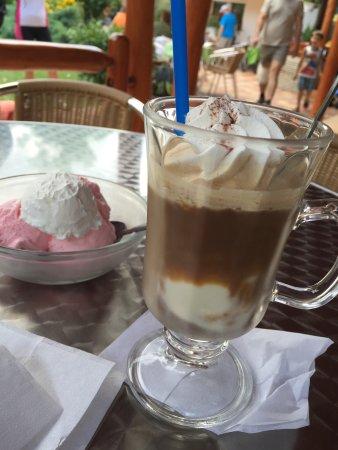 Фоньод, Венгрия: Icecoffee & icecream