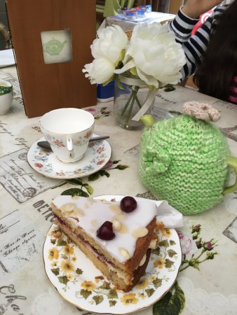 Ironbridge, UK: Cherry and almond cake