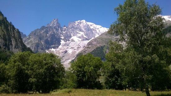 Panorama dal giardino picture of auberge de la maison for Auberge de la maison courmayeur aosta valley italy
