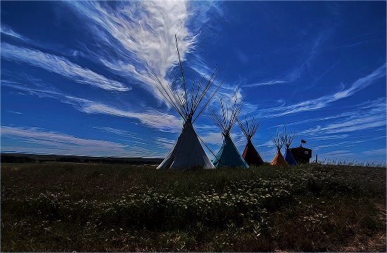 Custer Batttlefield Trading Post: Colorful Tee Pees sit in front of the Custer Battlefield Trading Post