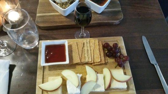 Porthleven, UK: Amazing cheese board!