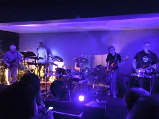 Pontypool, UK: Ultimate Floyd playing at The Dragonffli