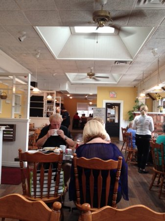 St. Catharines, كندا: Picture taken at breakfast around 10:00am probably 70% capacity.