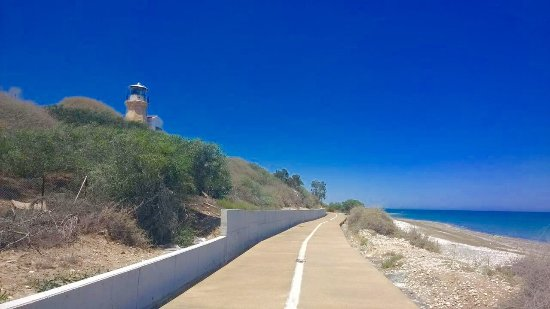 Pervolia, Cypern: Dipato artcafe walk way to Faros beach