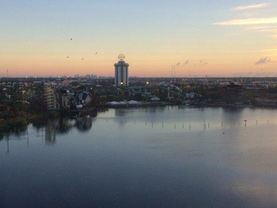 Ramada Plaza Resort and Suites Orlando International Drive: Vista do quarto