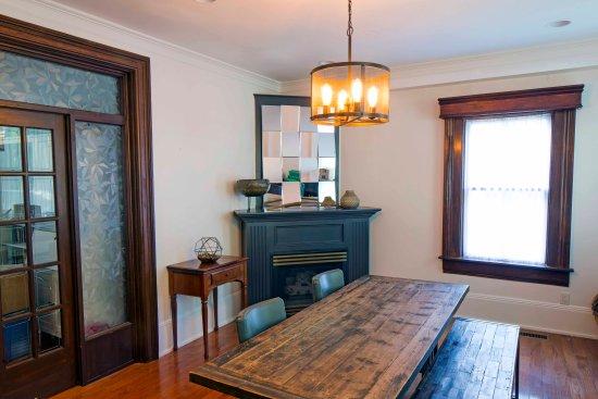 Queen Regent Bed & Breakfast: Dining room