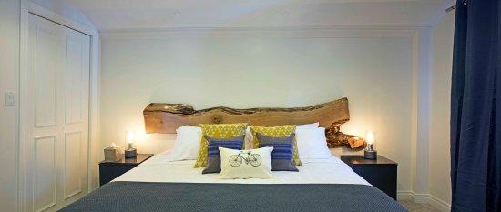 Queen Regent Bed & Breakfast: East