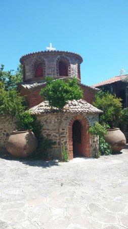 Kalloni, Hellas: Moni limonos. Mutlaka uğrayın.