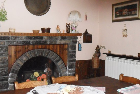 Castiglione di Garfagnana, Italy: il tinello per la colazione