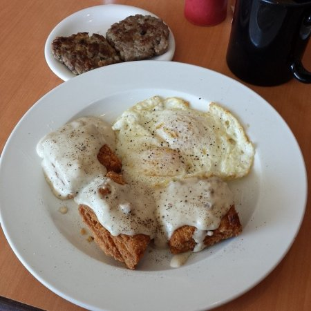 Bellflower, Kaliforniya: The deep fried biscuits & gravy with a side of sausage.