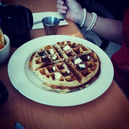 Bellflower, Kaliforniya: The bacon waffle. Very tasty