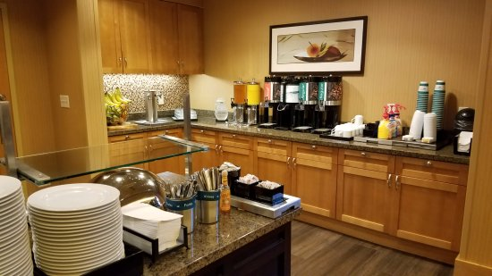 Homewood Suites Madison West: part of the breakfast area