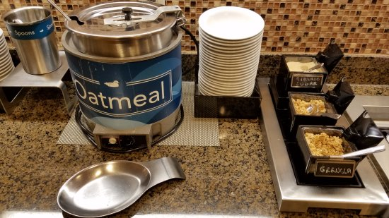 Homewood Suites Madison West: Hot oatmeal is nice but the lack of adequate toppings when I was there was disappointing.