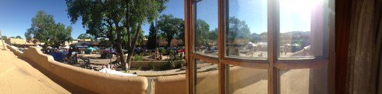 Hotel La Fonda de Taos: Panoramic picture of our Plaza View Room taken on a Saturday morning during the Taos Farmer's Ma