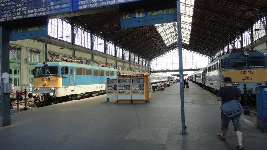 Budapest Western Railway Station: Der Westbahnhof ist einer der drei Budapester Kopfbahnhöfe