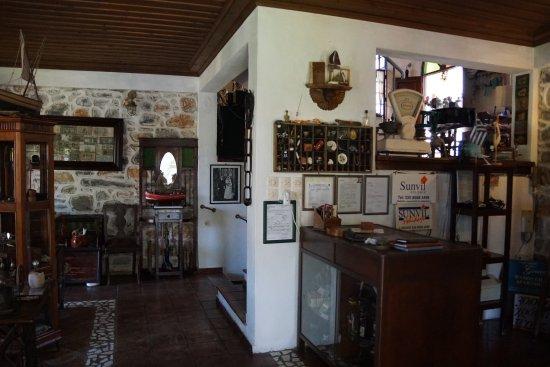 Hotel Damouchari: The hotel reception
