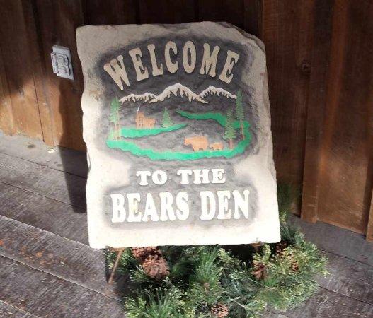 Cambridge, OH: Bears Den Welcome Sign