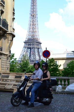 Paris by Scooter: Having a blast scooting around Paris!