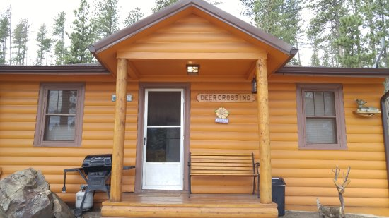 Restmore Inn : Front of front of Deer Crossing cabin (#7)