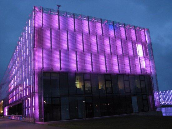 Lentos Kunstmuseum: night view