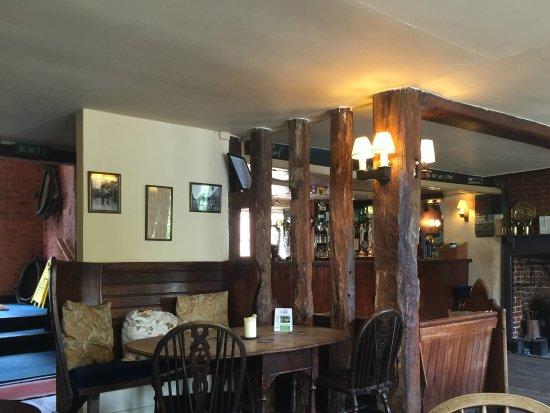 Selborne, UK: Across The Bar