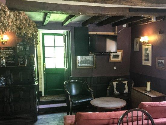 Selborne, UK: Another Bar
