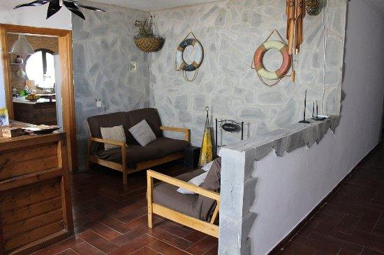 Tinajo, Spagna: reception con arredamento etnico