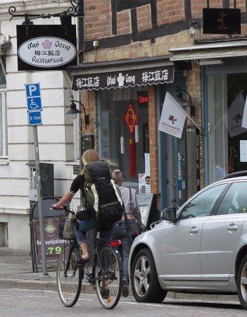 Mui Gong: Vy från andra sidan gatan