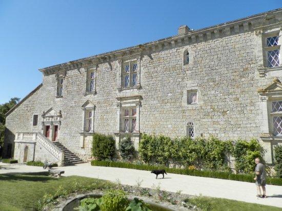 Chateau of Gramont: facade cour intérieure