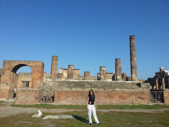 Pompei (moderna): Todavía con paredes firmes!