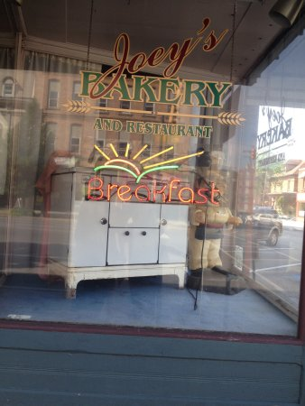 Ridgway, PA: Front window for Joey's Bakery