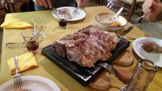 Apecchio, Ιταλία: fiorentina su pietra