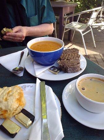Culross, UK: Soup & bread, scone and coffee.