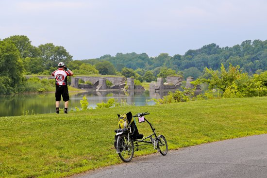Fort Hunter, NY: The Visitor Center is just a short ride off the Erie Canalway Bicycle Trail