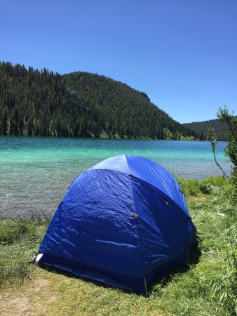 Ennis, MT: Beautiful lake...we got lucky and found a campsite on the water...had a great time but it was a