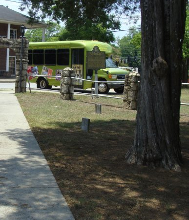 Jonesboro, GA: Tour bus at cemetery.