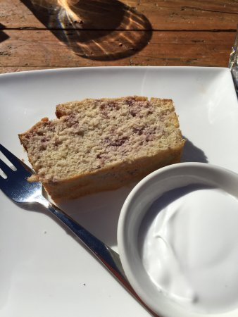 Boonah, Australia: Fluffy scones and delicious coconut/ raspberry slice- yum!!