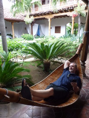 Miss Margrit's Guest House: hammock in the oasis