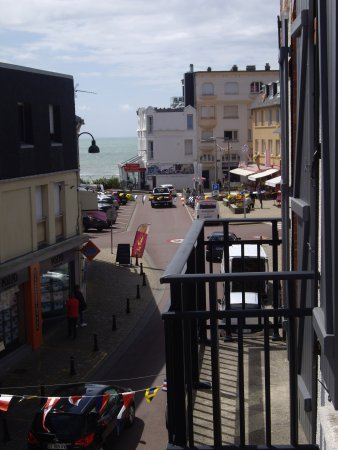 Agon-Coutainville, Francia: Sea view from balcony