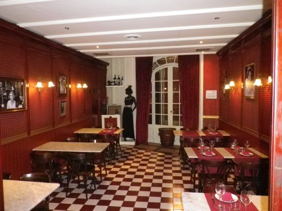 salle comme un bistrot parisien d co cin ma des ann es 30 photo de cafe de reus reus. Black Bedroom Furniture Sets. Home Design Ideas
