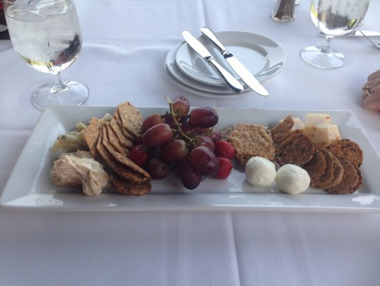 Dundee, NY: Local Cheese plate