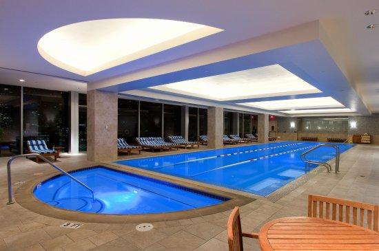 Hilton Americas - Houston: 24th Floor Pool