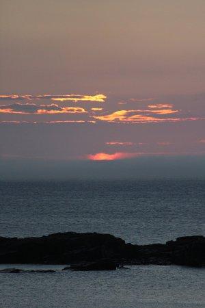 Bird Island Inn B&B: Sunrise photo taken from my room