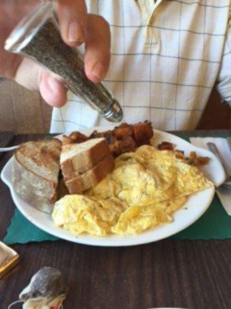 Belchertown, MA: Harvest Omelet