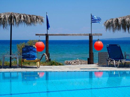 Ано-Василикос, Греция: Poolside view.