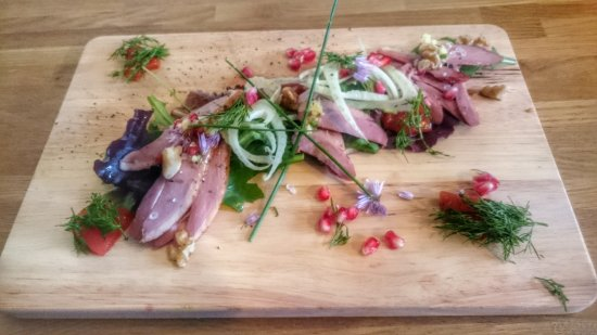 Cranbrook, UK: Weald Smoked Duck Salad with fennel, walnuts and chive flowers