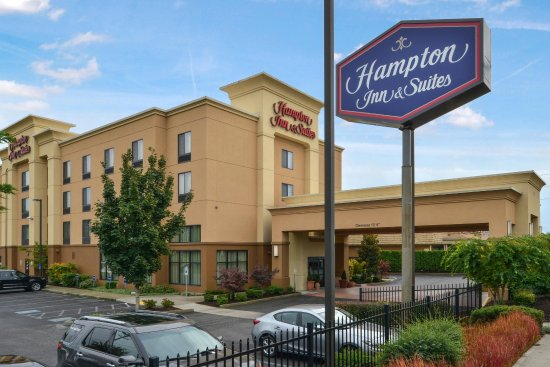 Hampton Inn & Suites Tacoma-Mall: Hotel Exterior View