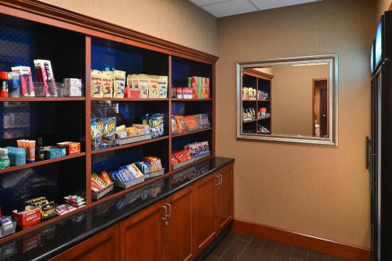 Hampton Inn & Suites Tacoma-Mall: Suite Shop