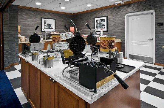 Hampton Inn & Suites Jacksonville South-St. Johns Town Center Area: Breakfast Area